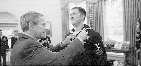 Marcus Luttrell receiving the Navy Cross
